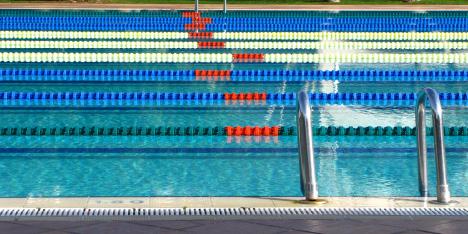 Trainingslager Schwimmen im Trainingsplan für Triathlon, Ein Trainingslager Schwimmen ist ein wichtiger Höhepunkt im Trainingsplan für einen Triathlon. Es geht auch zu Hause. Foto: Rainer Sturm pixelio.de